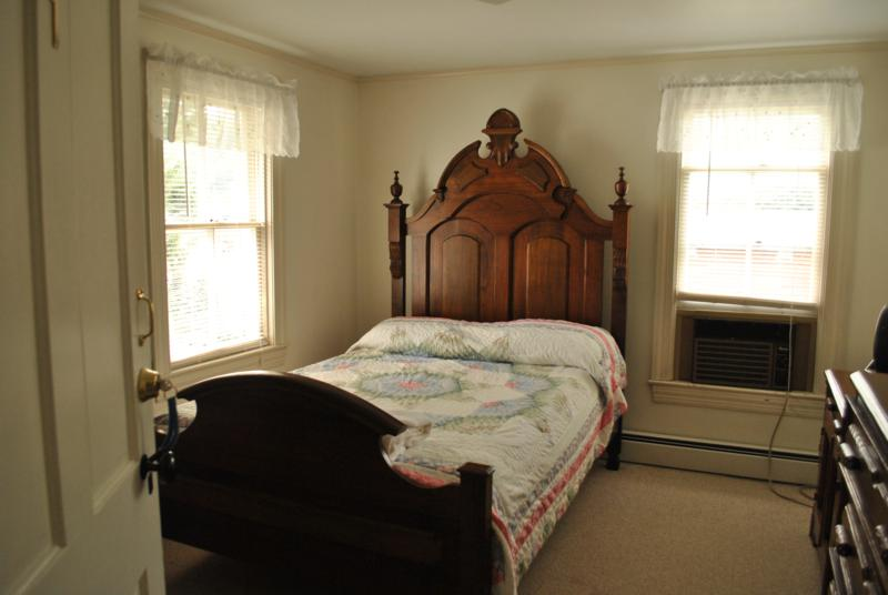 MacKenzie Guest House Bed